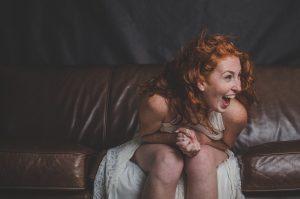 жена усмивка регресия